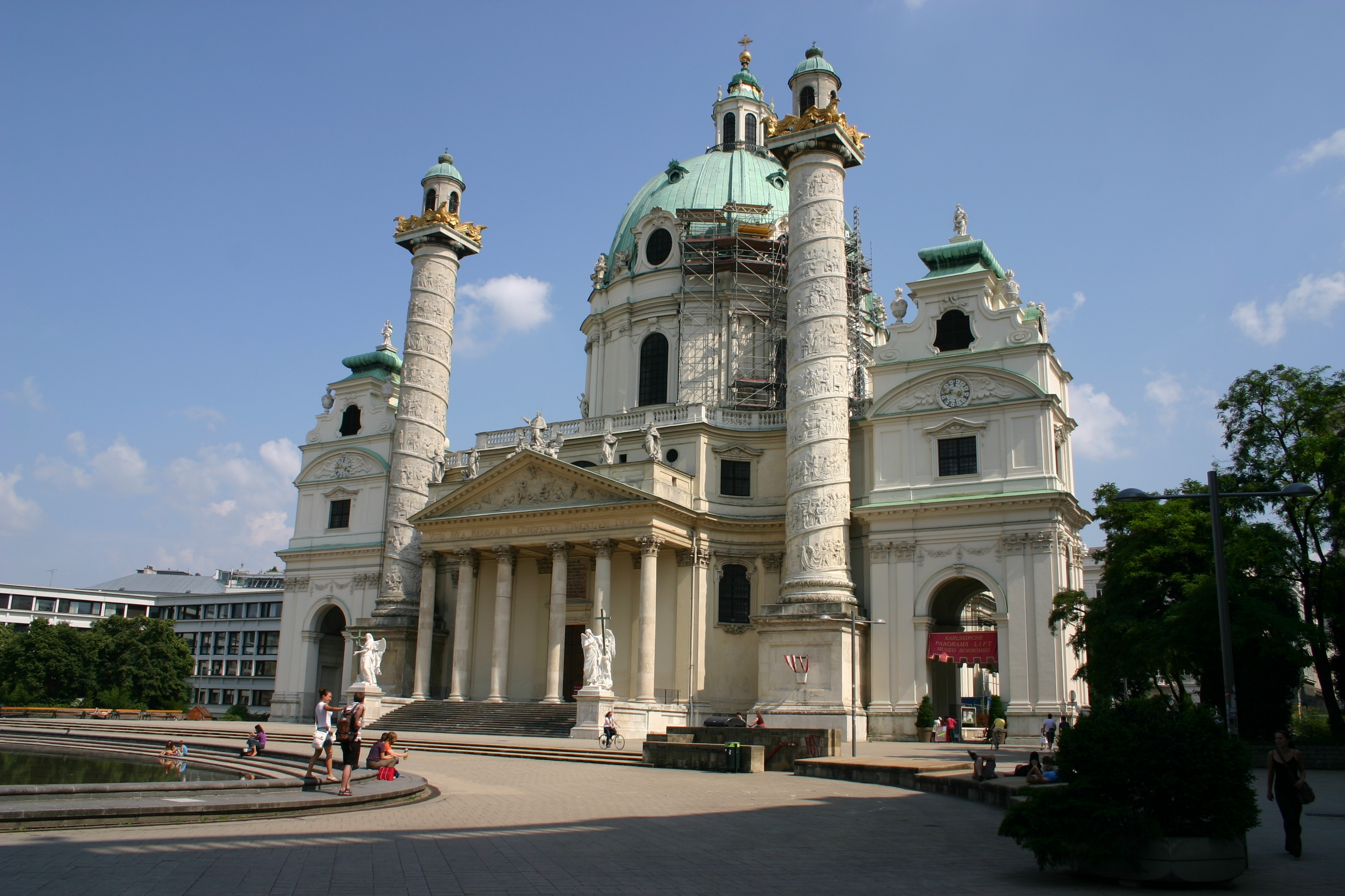 Karlskirche, Vienna - my favorite church in Vienna. Read the article to discover why I like it so much and to see the other five top places to visit in Vienna - my favorite ones. #Vienna #travel #Viennaattractions #viennaitinerary