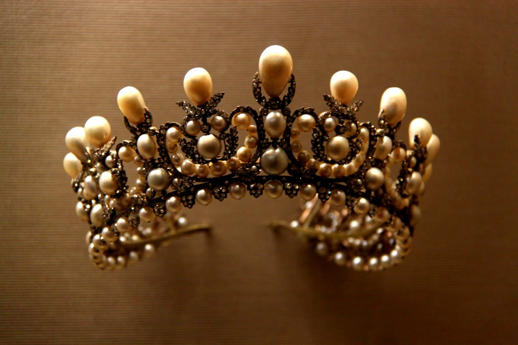 Princesses' Jewelries - pearl crown - Louvre Museum