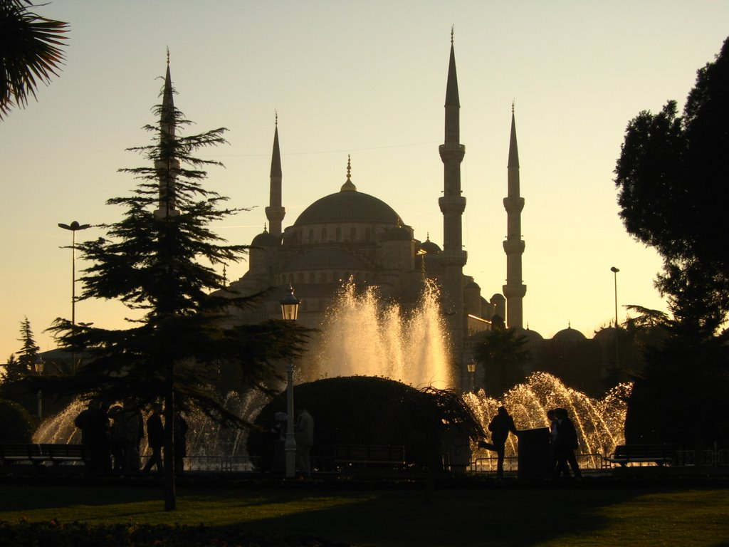 #Istanbul, best places to spend #Christmas #travel //www.earthsattractions.com/best-christmas-destinations/