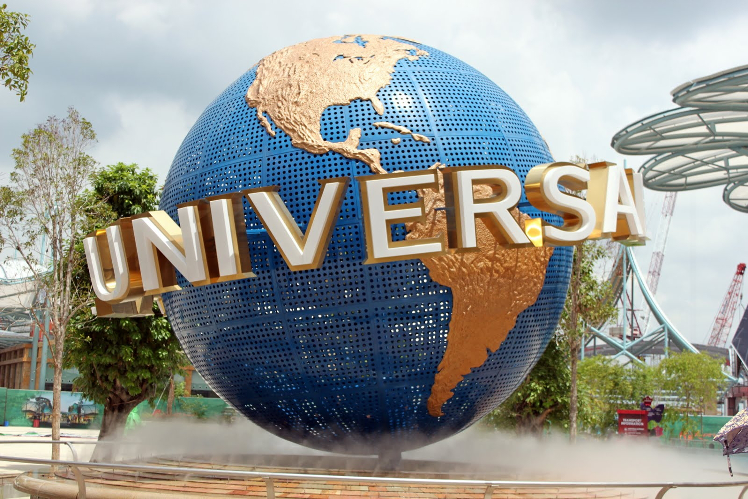 Universal Studio in Singapore - one of the famous tourist attractions in Singapore. Read this insider's guide to Singapore and discover more things to do in Singapore, where to eat in Singapore, and tips for Singapore. #Singapore #singaporeguide #singaporetraveling #singaporetravel #asiatravel #singaporetravelguide #travelguide #singaporetips
