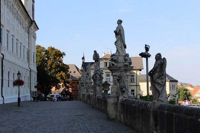 Statues next to the Jesuit College - a guide to Kutná Hora, Czech Republic