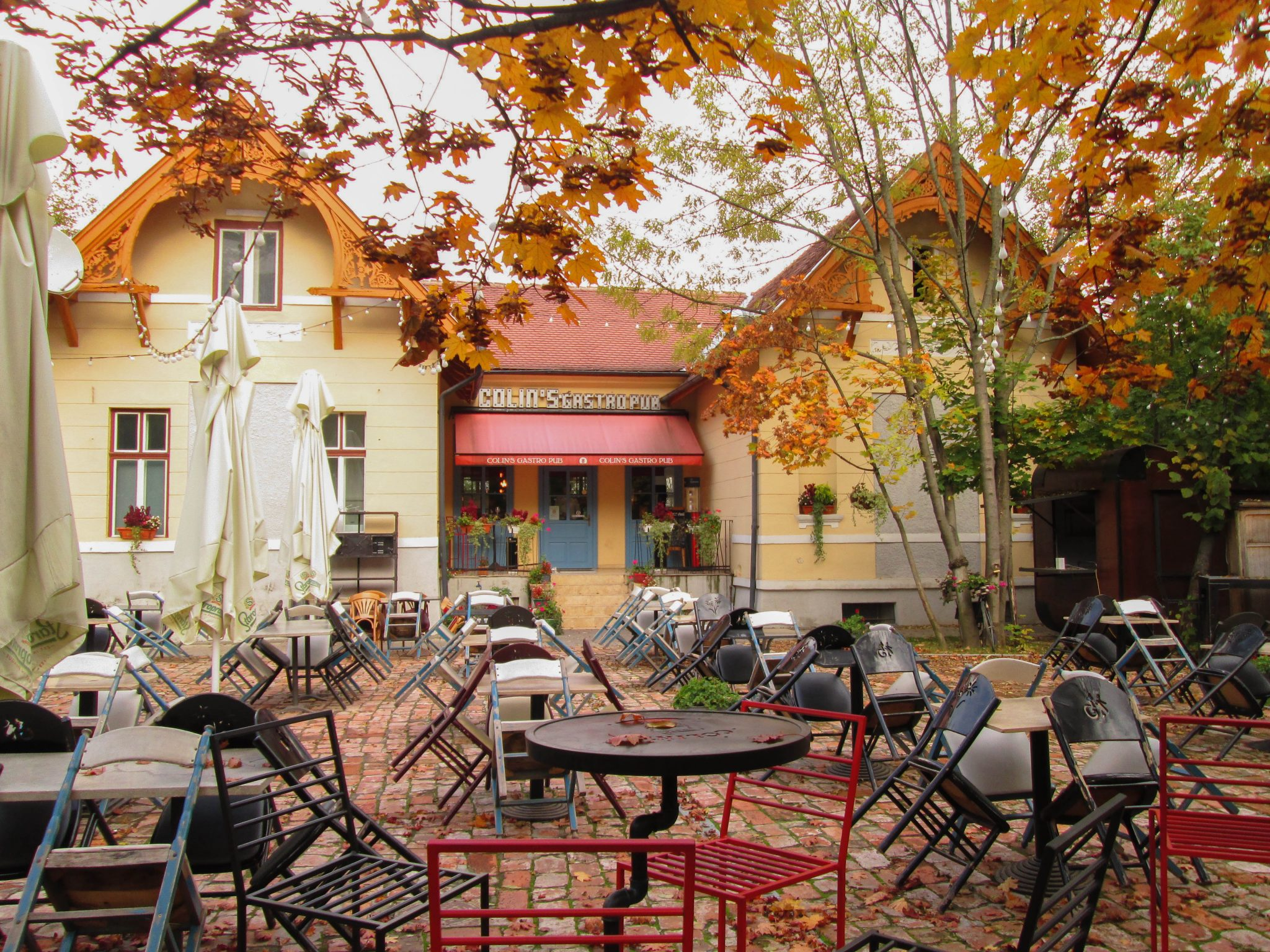Gastropub near the park during autumn - A complete travel guide to Cluj-Napoca