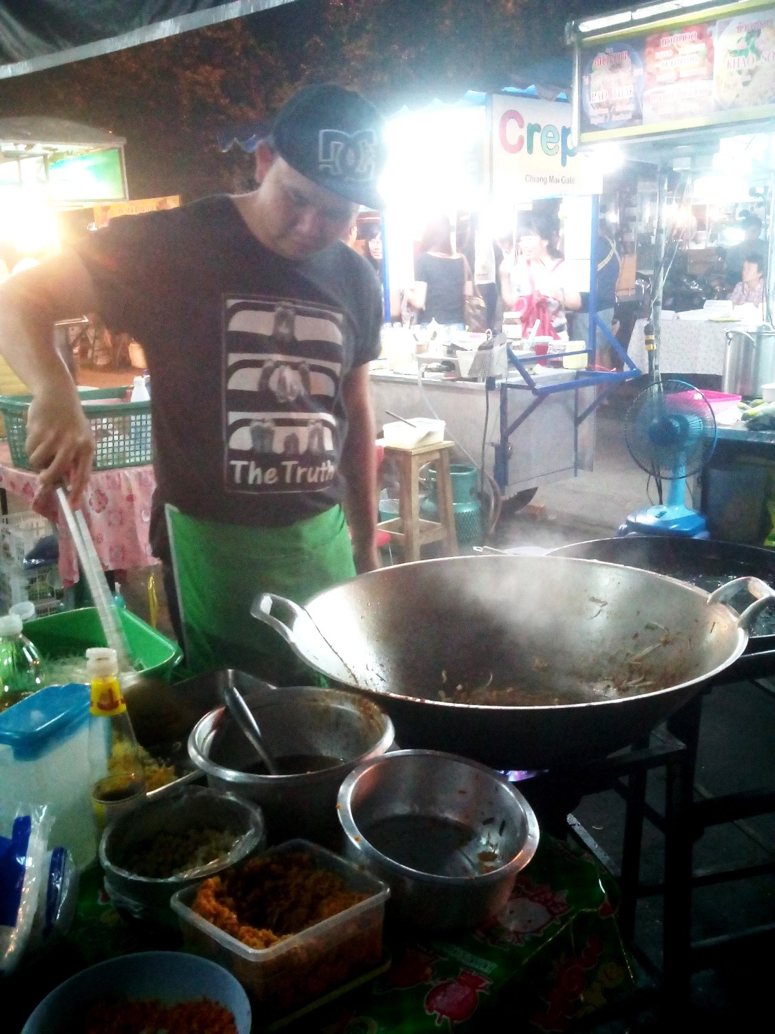 Pad Thai at Chiang Mai Gate - A Traveler's Guide to Chiang Mai #travel #Thailand