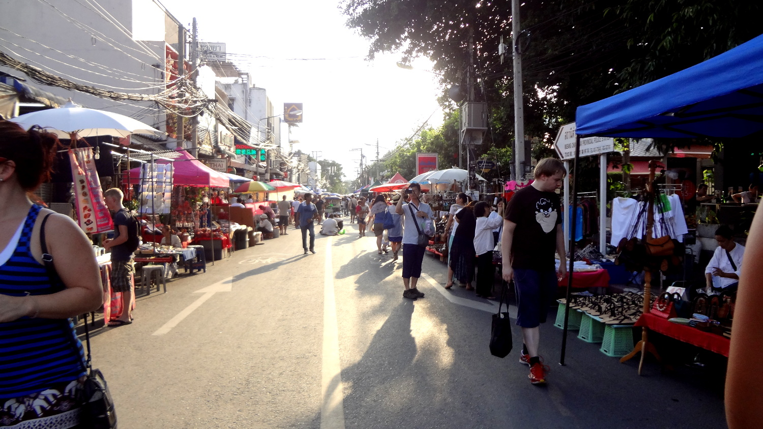 Sunday Walking Street - A Traveler's Guide to Chiang Mai #travel #Thailand