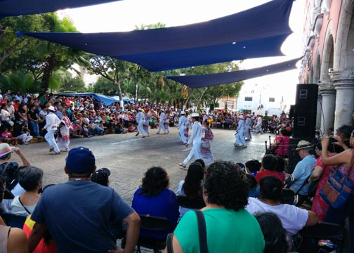 Dancers in centro - A complete guide to Merida, Mexico