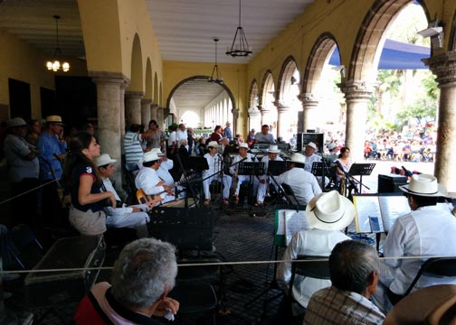 Musicians in centro - A complete guide to Merida, Mexico