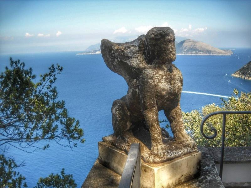 Another statue in Capri, Italy - 10 photos that will make you want to travel to Capri, Italy