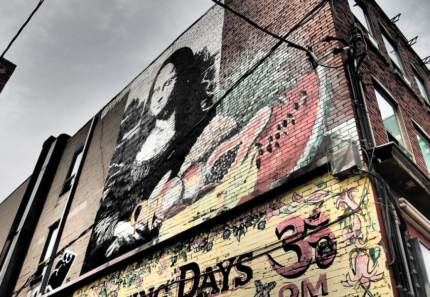 Best walking graffiti tours of Toronto