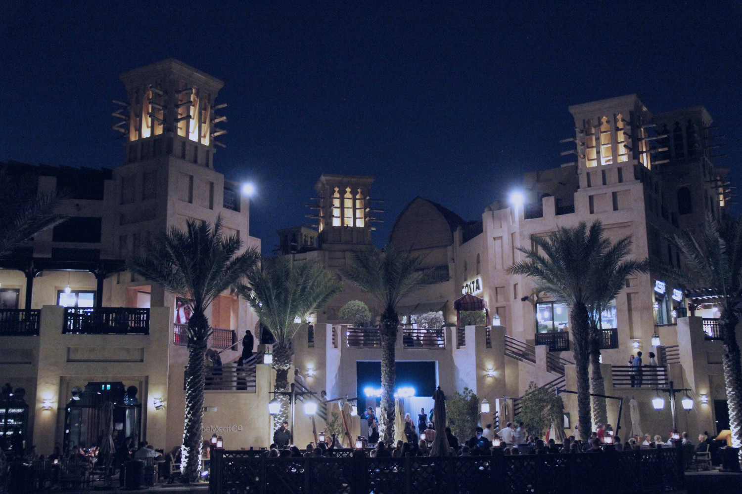 Madinat Jumeirah is one of the famous places to visit in Dubai. Discover the best things to do in Dubai UAE, plus hotels in Dubai, where to eat in Dubai and Dubai travle tips from a local from this article.