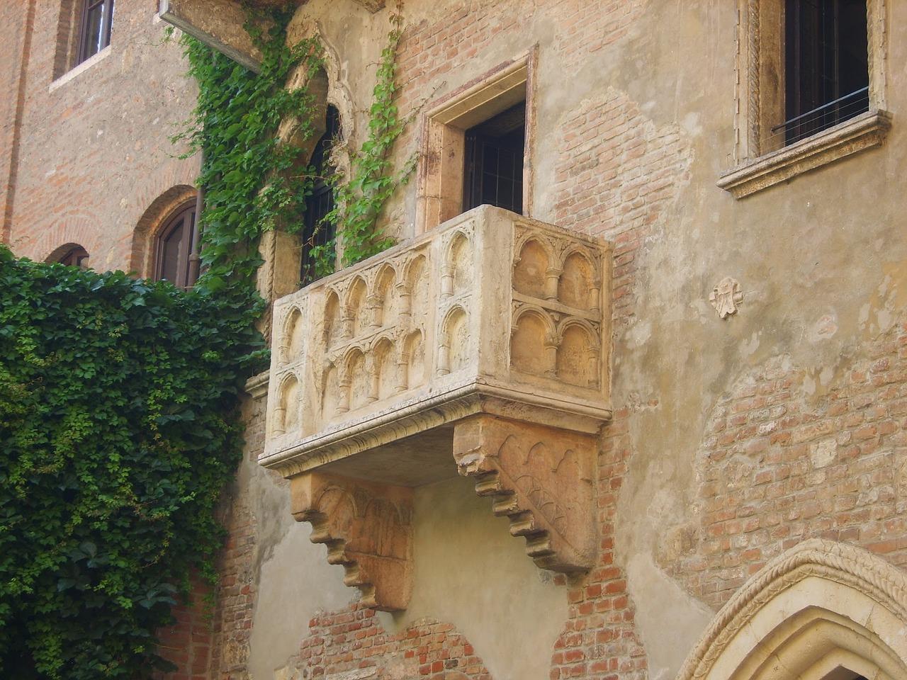 Casa di Giulietta - its famous balcony