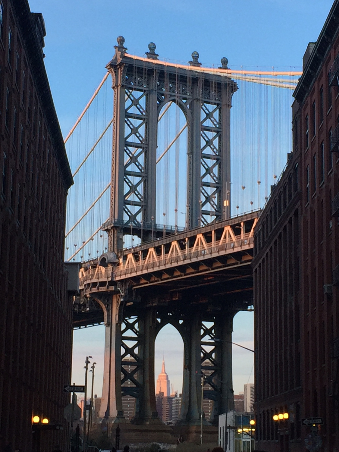 Brooklyn Bridge New York City- a local's guide to New York City with the best things to do in NYC to include on your NYC itinerary