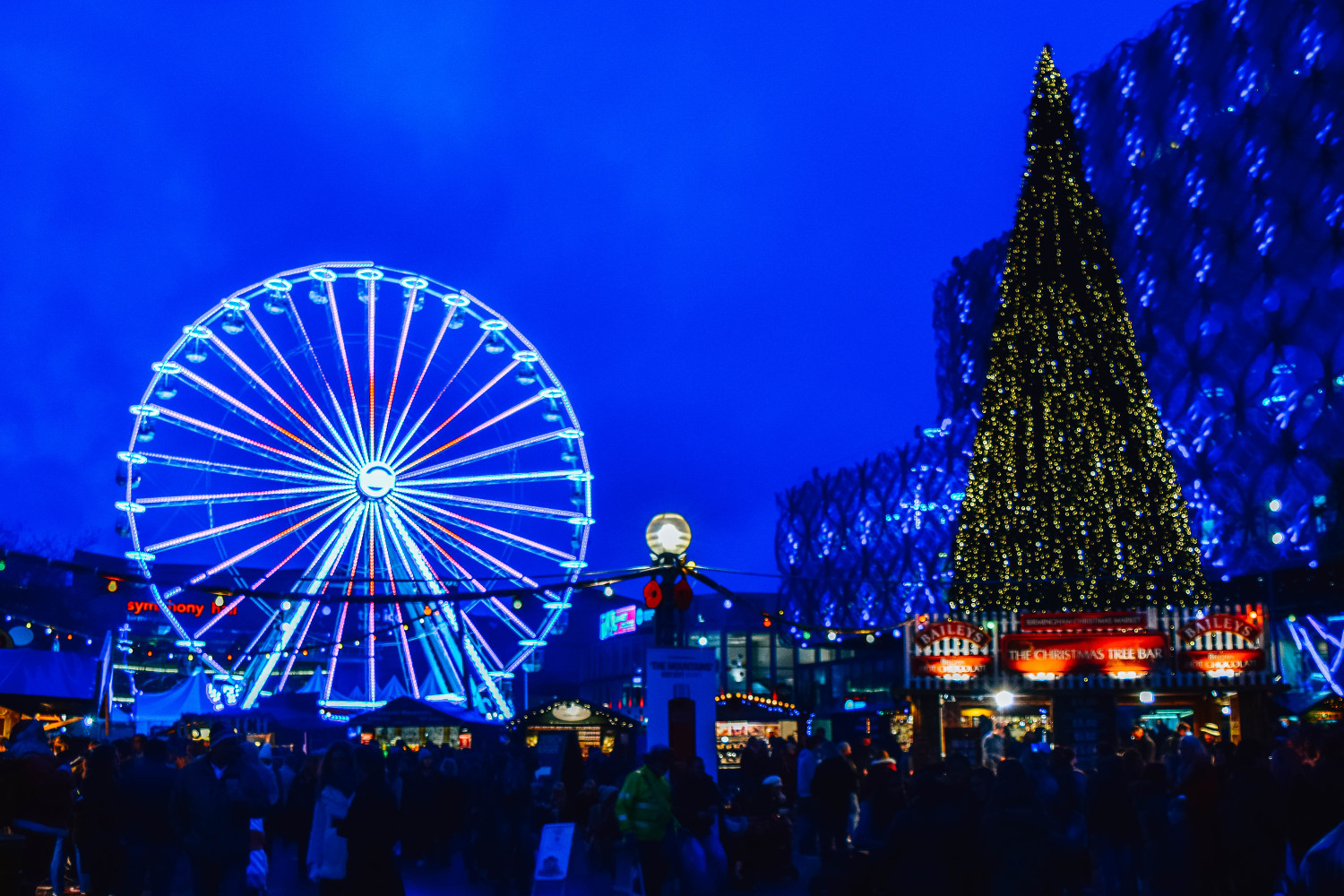 The Birmingham Frankfurt Christmas Market, UK is one of the best Christmas Markets in Europe. Read the article and see the top Christmas markets in Europe. #christmas #christmasholidays #christmastrips #europemarkets #europechristmasmarkets #christmasmarkets