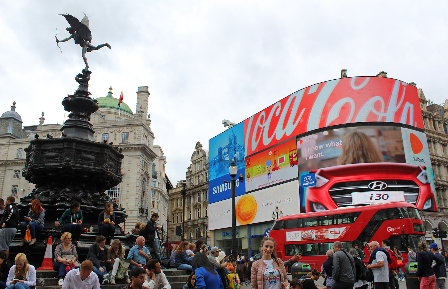 Piccadilly Circus - The insider's guide to London -