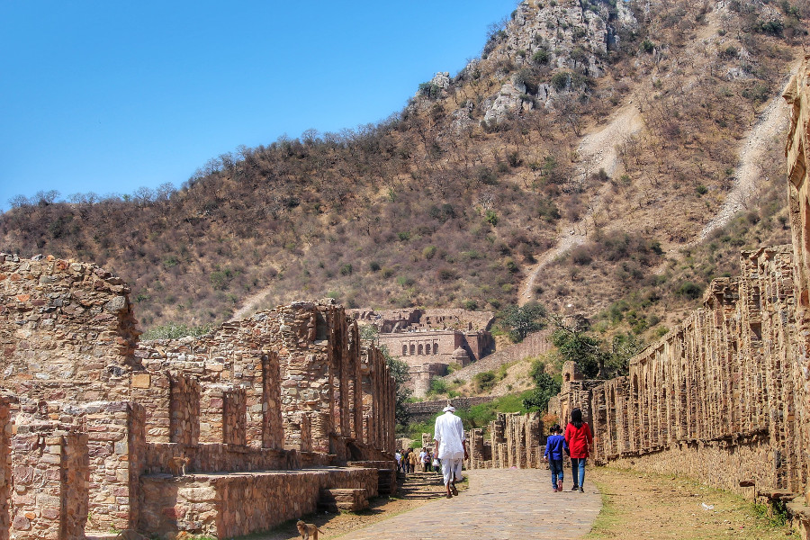 Bhangarh Fort in Jaipur, India. Read this local's guide to Jaipur, India, also known as the Pink City, and discover the best things to see in Jaipur, restaurants in Jaipur, hotels in Jaipur, and tips for Jaipur #India #indiatravel #Jaipurguide #Jaipur #Asia #travelasia #travelguide #Jaipurguide
