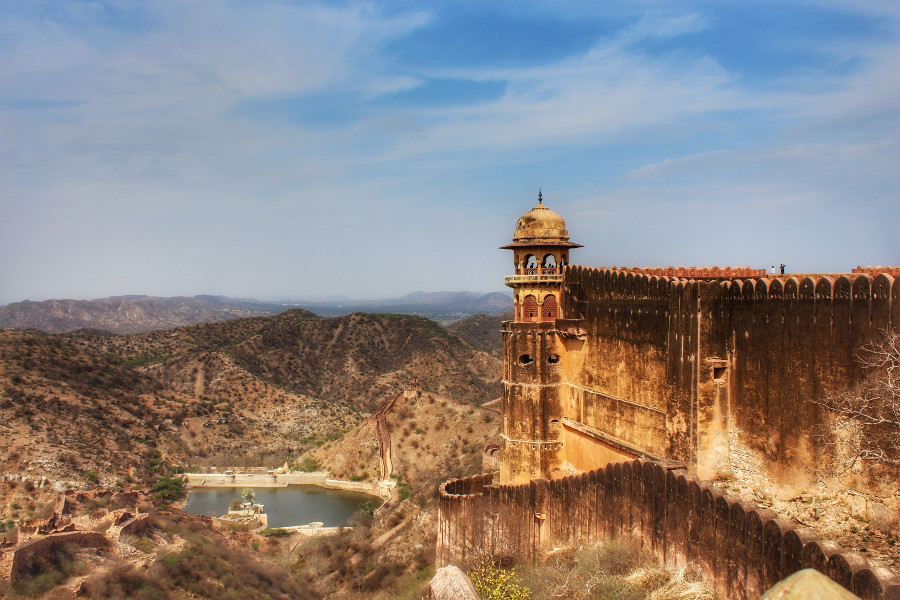Views from Jaigarh fort in Jaipur, India. Called the Pink City, Jaipur is a popular destination in India. Read this insider's guide to Jaipur, India, featuring the top attractions in Jaipur, where to eat in Jaipur, where to stay in Jaipur, and tips for Jaipur #India #indiatravel #Jaipurguide #Jaipur #Asia #travelasia #travelguide #Jaipurguide