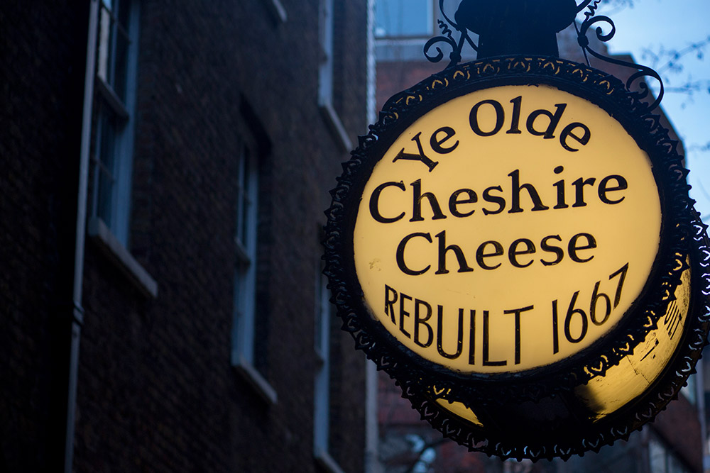 Ye Olde Cheshire Cheese, London, UK. Discover more wonderful things to see in London, where to eat in London, off the beaten path things to do in London, where to stay in London, and tips for London from an insider from this article. #London #Londontravel #Londonuktravel #Londontips #Londonguide #Londontravelguide #Londontravel #Londonuk #Londontips #Londonguide #Londontravelguide