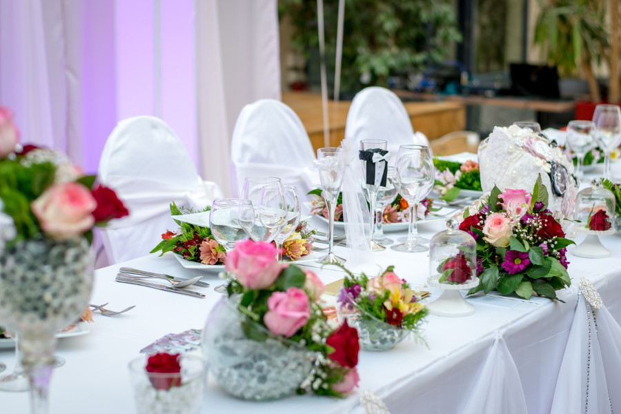 photo depicting a decoration dinner event - read this article to find out the things to keep in mind when planning a destination wedding. #wedding #weddingplanning #destinationwedding