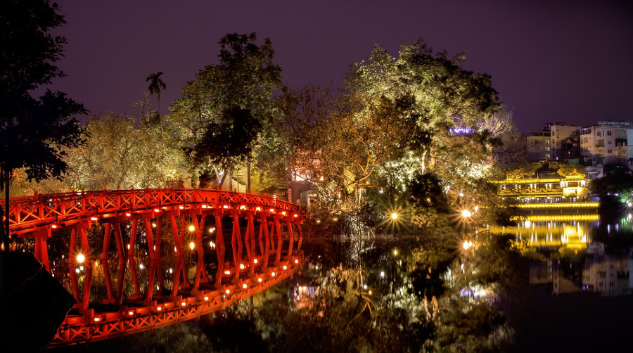 Thue Huc Bridge - Hoan Kiem Lake, Hanoi, Vietnam. Read more to discover the top attractions in Hanoi Vietnam, off the beaten path things to see in Hanoi, Hanoi food, Hanoi accommodation, and tips for Hanoi from an insider. #hanoi #vietnam #hanoitravel #hanoitips #hanoitraveling #hanoiguide #asiatravel #hanoifood #hanoiattractions