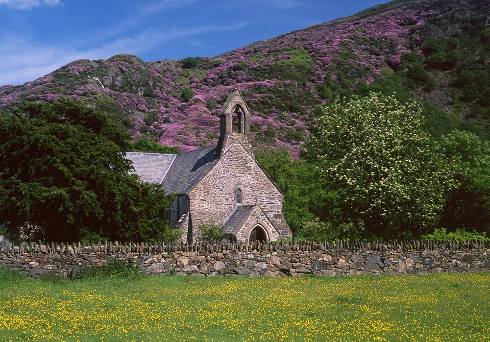 Beddgelert is one of the best places to stay in Snowdonia. Discover all you need to know about Snowdonia, best things to see in Snowdonia, places to eat in Snowdonia and tips from an insider from the article. #snowdonia #snowdoniapark #snowdoniatravel #snowdoniaattractions #snowdoniawales #UK