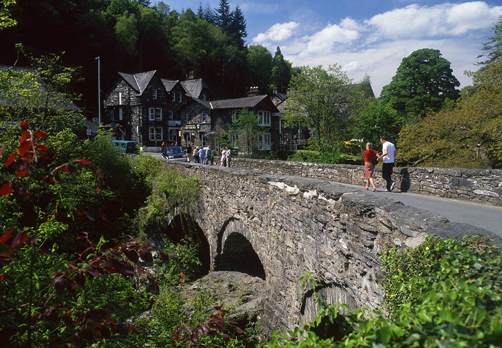 Betws-y-Coed is the most popular base for Snowdonia, Wales. Discover all you need to know about Snowdonia, best things to see in Snowdonia, places to eat in Snowdonia and tips from an insider from the article. #snowdonia #snowdoniapark #snowdoniatravel #snowdoniaattractions #snowdoniawales #UK