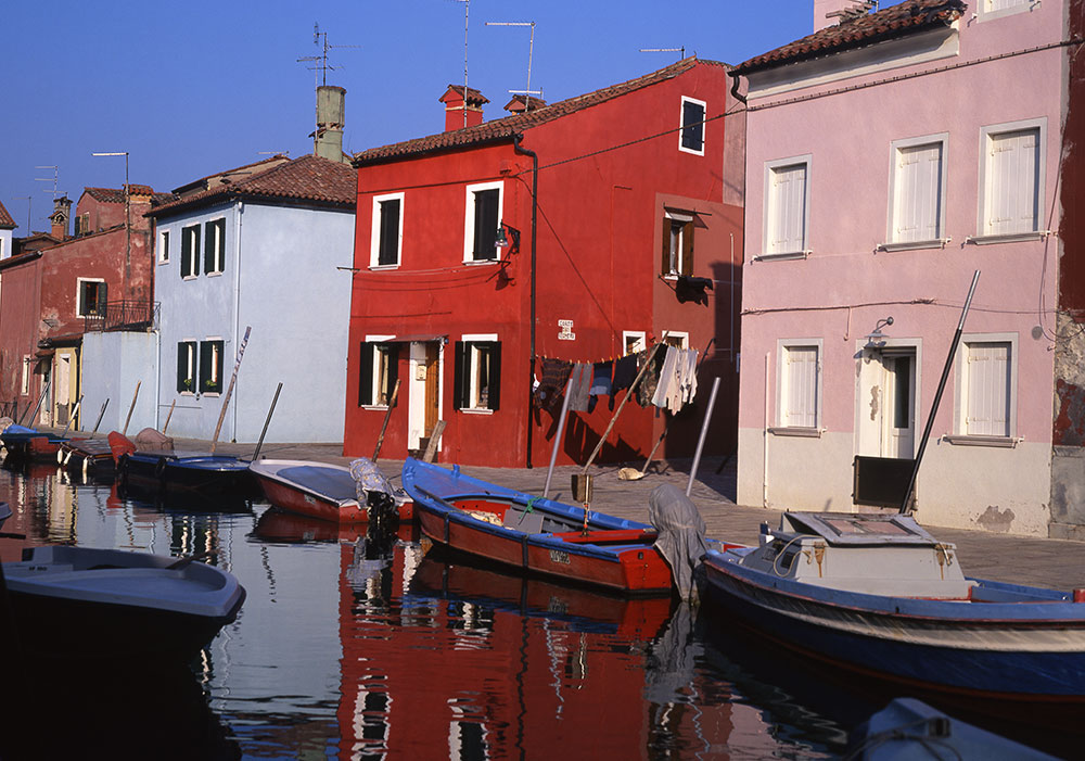 Burano, Italy. This is one of the best things to do around Venice Italy. Read this comprehensive Venice guide and discover all the Venice attractions, hotels in Venice, Venice food, and tips for visiting Venice. #venice #veniceguide #venicetravelguide #veniceattractions #venicethingstodo #travel #italy #venicetips #europe