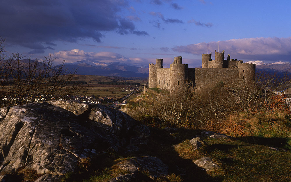 Harlech Castle, a UNESCO World Heritage site in Snowdonia, Wales, UK. Read this article to learn more about the things to do in Snowdonia, off the beaten path attractions in Snowdonia, food in Snowdonia, accommodation in Snowdonia, and tips from an insider.  #snowdonia #snowdoniapark #snowdoniatravel #snowdoniaattractions #snowdoniawales #UK