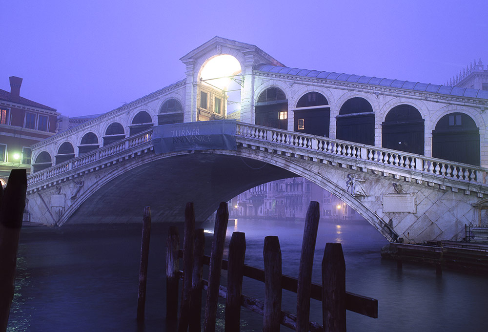 Rialto Bridge, Venice Italy. This is one of the best things to see in Venice. Read this Venice travel guide and discover the top attractions in Venice, where to stay in Venice, Venice food, and Venice tips. #venice #veniceguide #venicetravelguide #veniceattractions #venicethingstodo #travel #italy #venicetips #europe