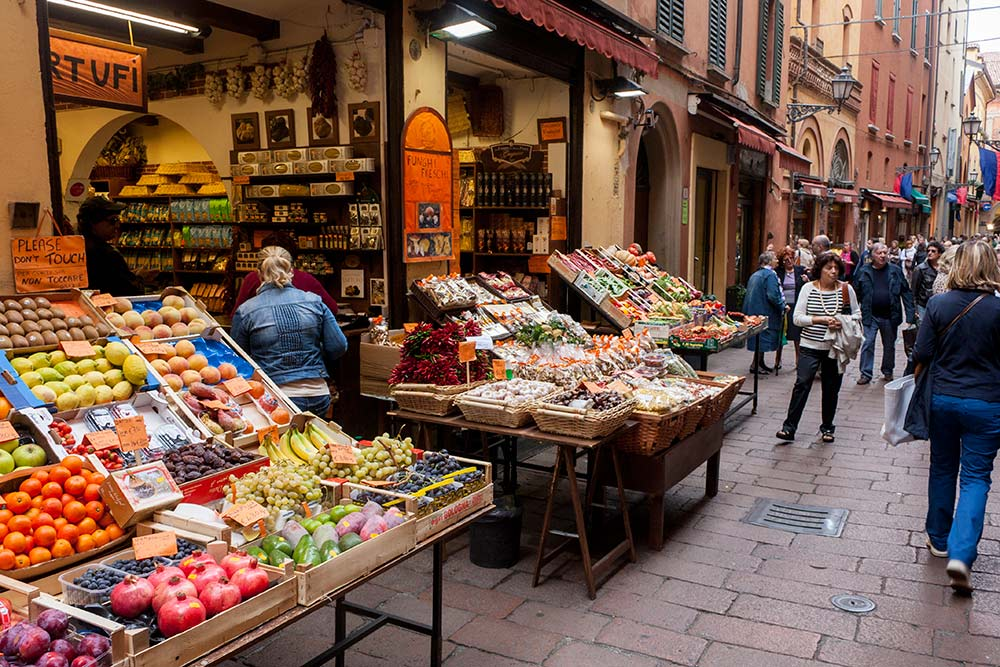 Food Shopping in the Quadrilatero, Bologna. Read this insider's guide to Bologna Italy and discover more things to in Bologna, accommodation in Bologna, food in Bologna, and off the beaten path attractions in Bologna. #bologna #italy #bolognaguide #europe #bolognatraveling #bolognatravel