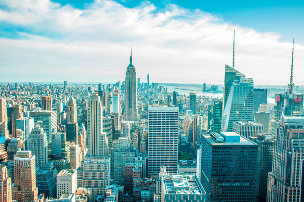 New York City skyline. Read this article and discover a perfect NYC 3-day itinerary by a local. #nyc #usa #newyorkcity #nycguide #nycitinerary #nyctraveling #usatraveling #travelguide