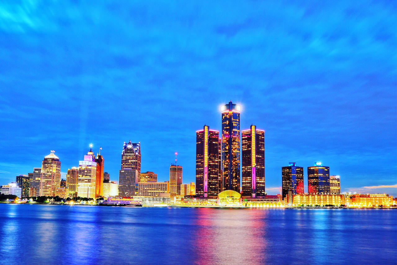 Detroit skyline - read this article and discover the top things to do in Detroit, USA and more! #detroit #detroitguide #detroittravelling #detroitattractions #usa