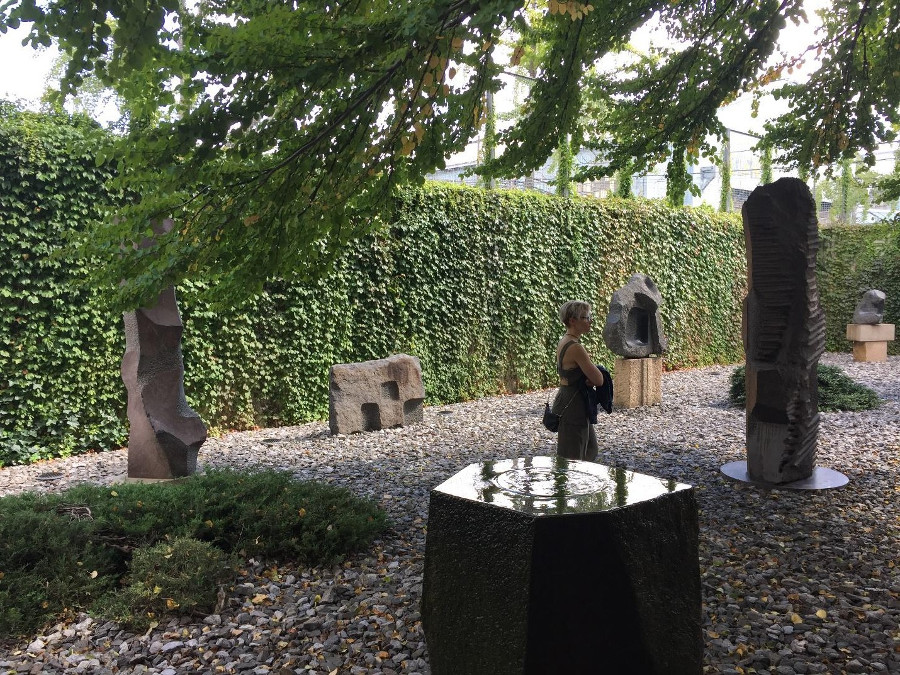The Noguchi Museum is one of the most interesting things to do in Queens NY. Read the article and discover the best places to visit in Queens from a local. #queens #queensny #queensguide #queenstravelling #queensattractions #usa