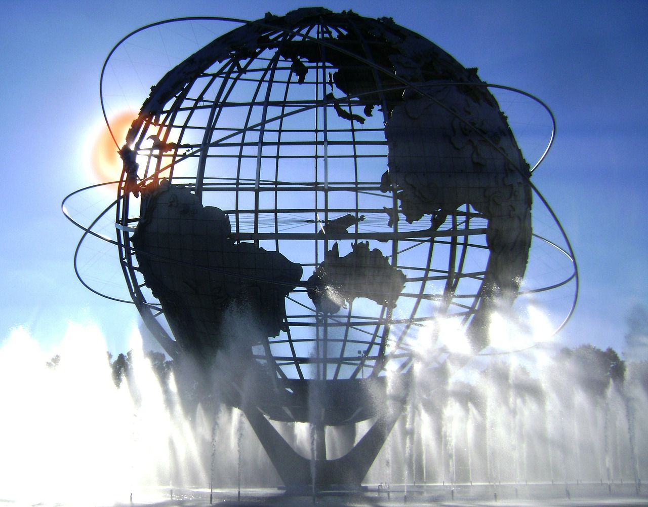 The Unisphere is one of the best Queens attractions as well as one of the best free things to do in Queens, New York. This is one of Queens points of interest. Read the article and discover the top places to see in Queens, NY. #queens #queensny #queensguide #queenstravelling #queensattractions #usa