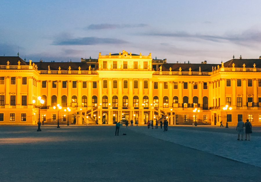 The beautifu Schonbrunn Palace at night. Discover tips for visiting Schonbrunn Palace, what to do at Schonbrunn Palace, and more. #schonbrunn #schonbrunn #schonbrunntips #schonbrunnvisit #schonbrunnviennaall the amazing things to see at the Schonbrunn Palace #schonbrunnpalace #schonbrunn #schonbrunn #schonbrunntips #schonbrunnvisit #schonbrunnvienna