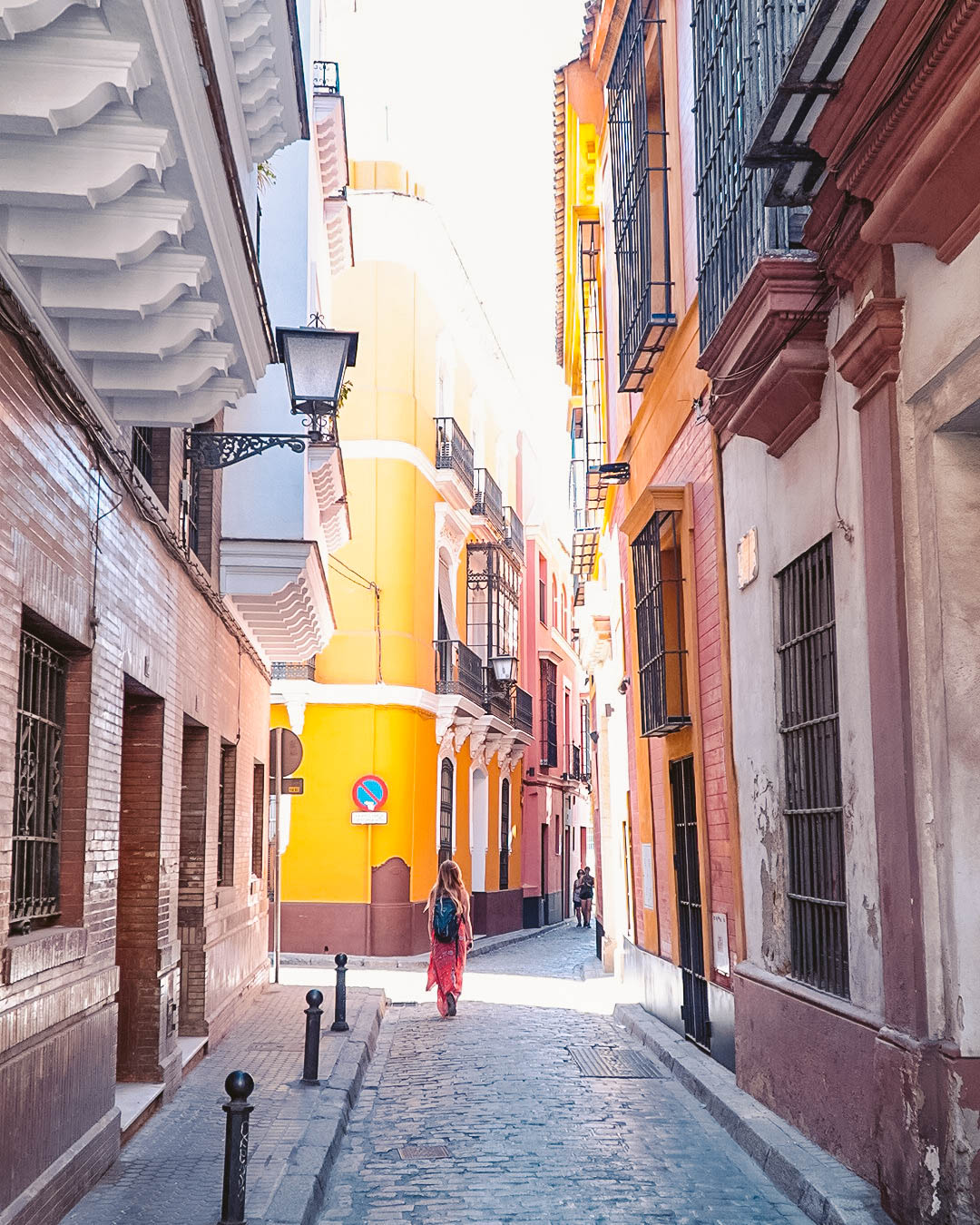 Exploring the Barrio Santa Cruz is one of the best things to do in Seville, Spain. Use this Seville city guide and discover what to do in Seville Spain. #seville #sevilleguide #sevilletravelguide #sevilleeurope #sevilletips #sevillefood #sevilletapas