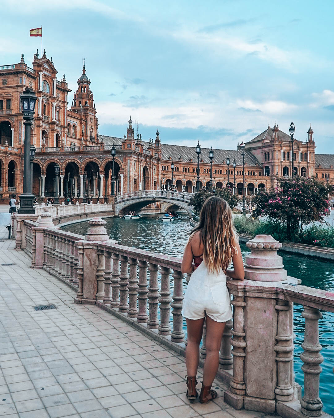Plaza De Espana, Seville, Spain. Discover Seville points of interest, where to eat in Seville, where to stay in Seville, and useful Seville travel tips from this complete Seville travel guide. #seville #sevilleguide #sevilletravelguide #sevilleeurope #sevilletips #sevillefood #sevilletapas