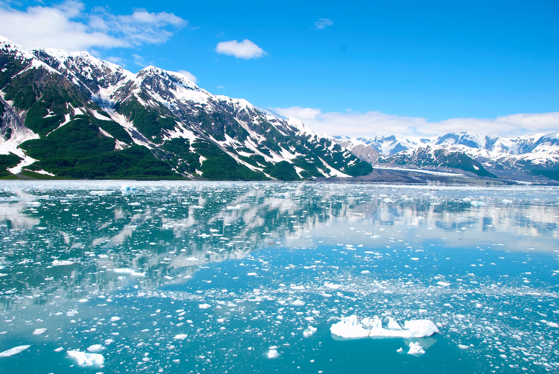 Alaska - splendid winter landscape. Discover the 10 Best Winter Vacation spots in the United States in this article. #usa #usawinter #winterusa