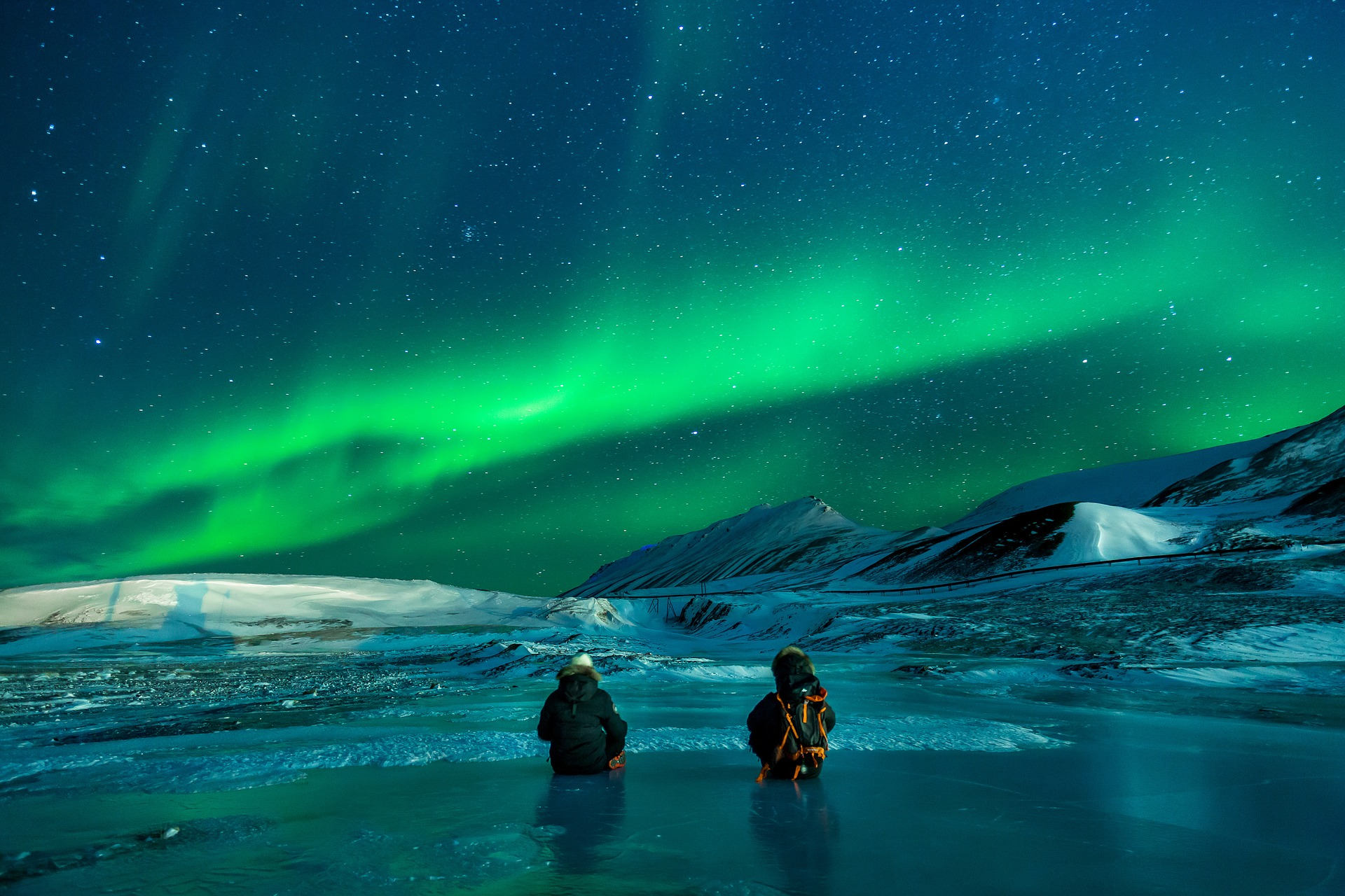 The amazing aurora borealis or northern lights in Alaska. Discover 10 places to go in winter in the US #usa #usawinter #winterusa