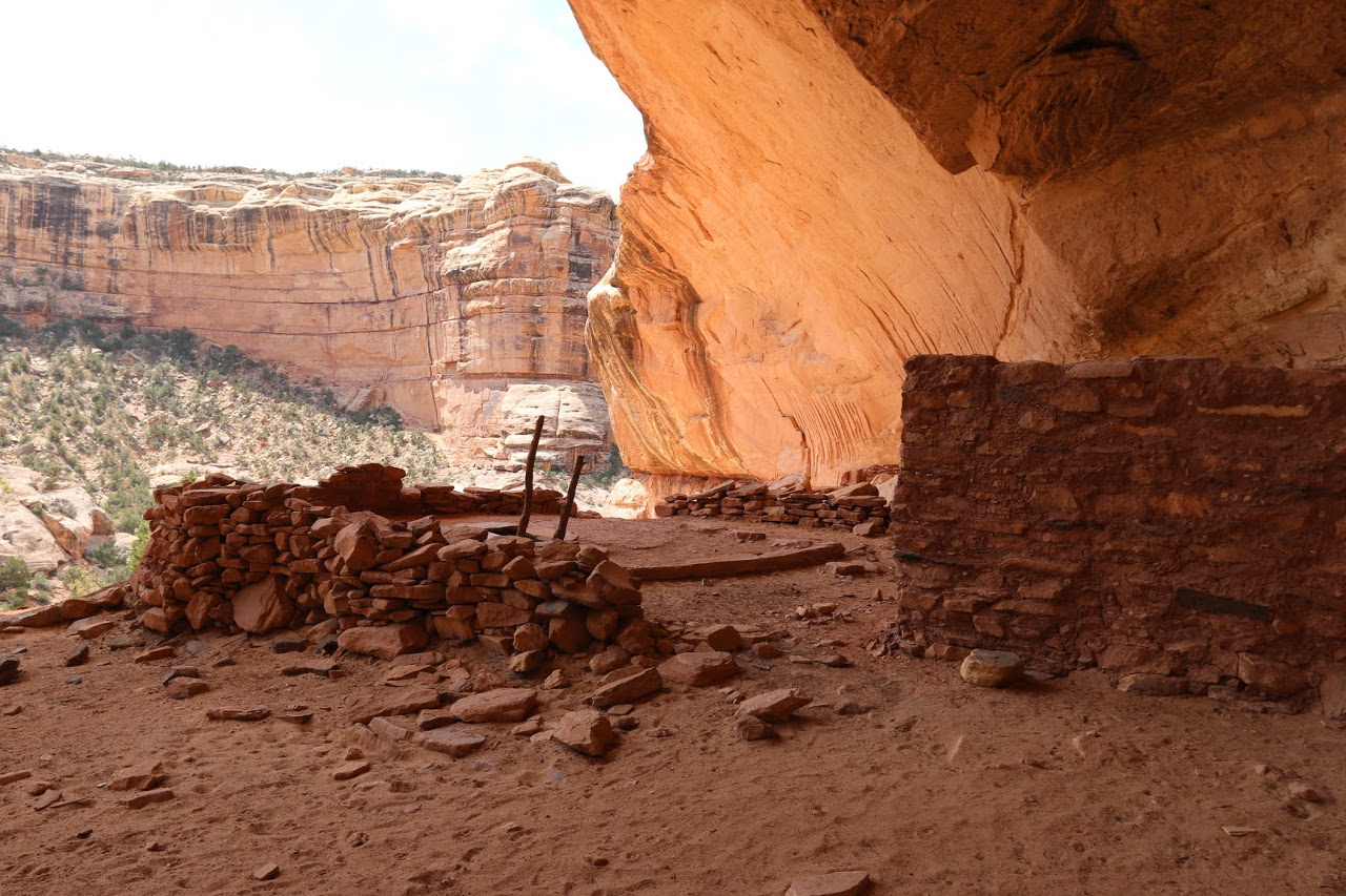 Bullet Canyon ruins at the Bears Ears National Monument are one of the beautiful places to see here. Discover all the places to visit at the Bears Ears Monument from this article. #bearsears #bearsearsmonument #bearsearsutah #utahmonuments #nationalmonument #utah #usa