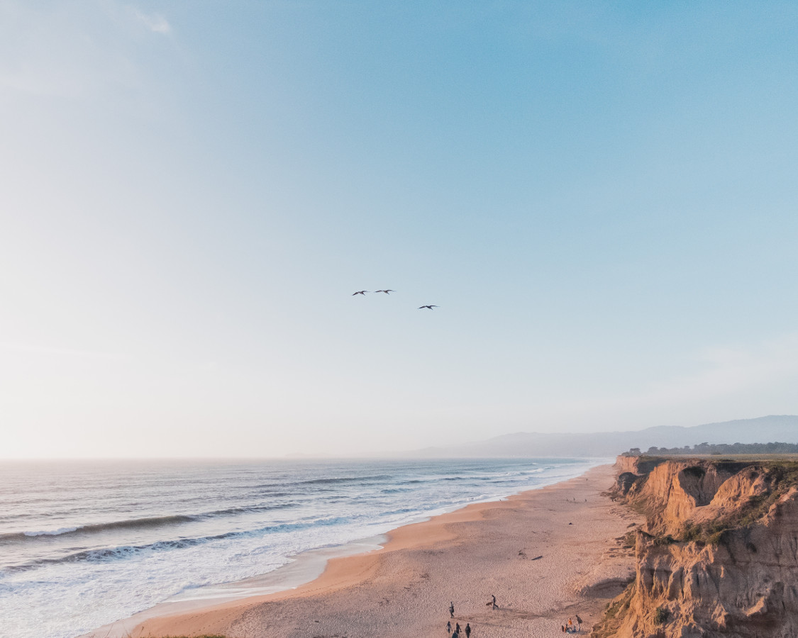 The Half Moon Bay is one of the most challenging surfing spots in the world where you can enjoy your winter vacation in the US #usa #usawinter #winterusa