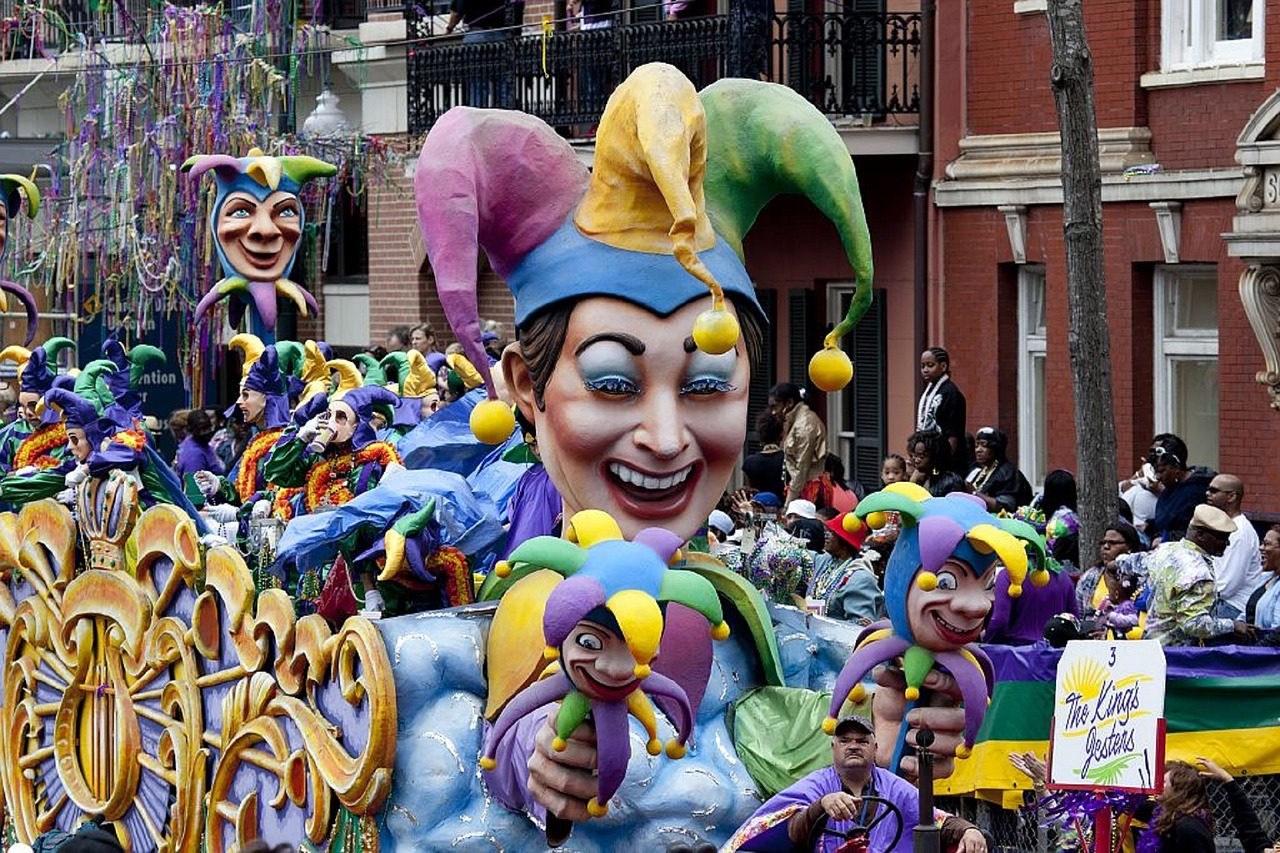 New Orleans, the annual Mardi Gras celebration. Discover the 10 winter vacation spots in the US #usa #usawinter #winterusa