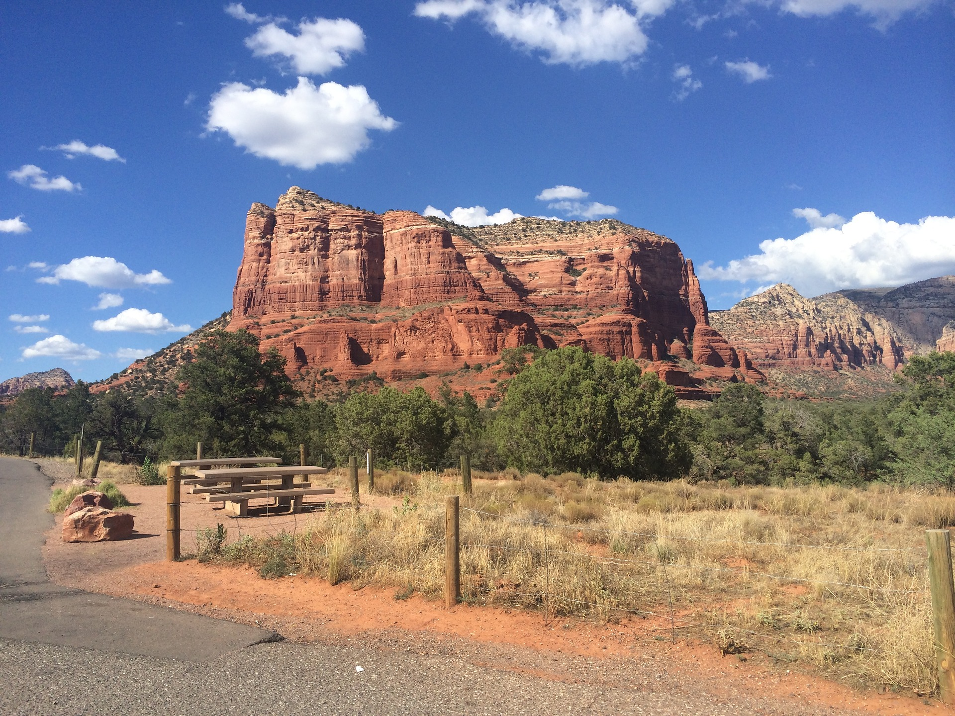 Sedona, Arizona is a paradise for winter vacationers. Discover the top 10 winter destinations in the US #usa #usawinter #winterusa