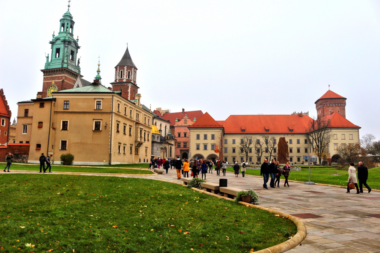 The beautiful Wawel Castle in Krakow. Discover what to do in Krakow and where to eat in Krakow in this local's guide to Krakow. Useful Krakow tips included. #krakow #krakowguide #krakowtravelguide #krakowcityguide #krakowtips #krakowpoland #poland #krakowattractions