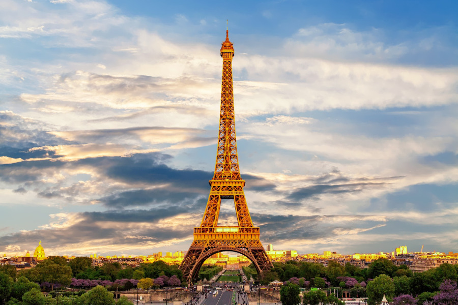 I included the Eiffel Tower on my travel itinerary for Paris. Discover from this article how to create a travel itinerary for each of your trips! #travel #travelplanning #travelitinerary #itinerary #traveltips