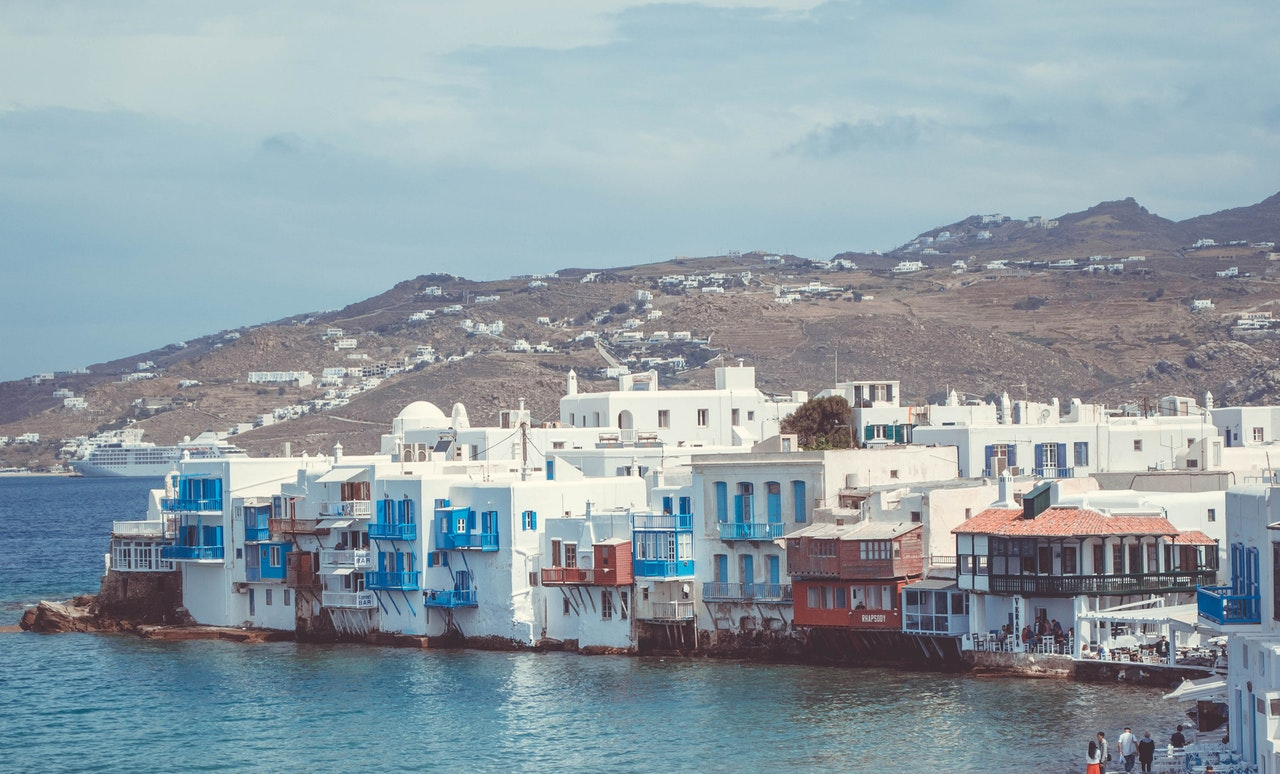 Reasons to choose Mykonos as your next summer vacation in Greece - Find out the top things to do in Mykonos - including famous beaches and Delos island - from this article.  #mykonos #mykonosgreece #mykonosbeaches #mykonosdelos #delos #delosgreece
