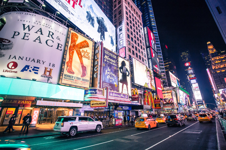 Broadway Shows are a great way to make friends in NYC. Discover 10 events where new yorkers can make new friends. #nyc #nycevents #usatravel #newyork #newyorkcity