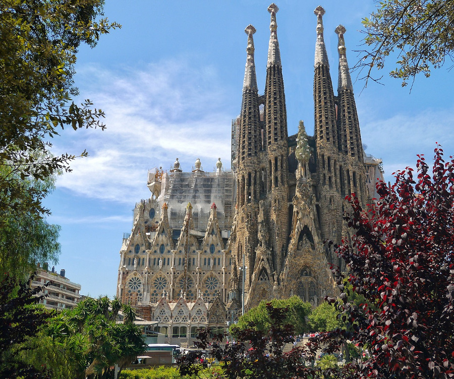 The impressive Sagrada Familia in Barcelona is one of the top 10 must see places in Europe before you die. #europe #europeattractions #europeplacestovisit