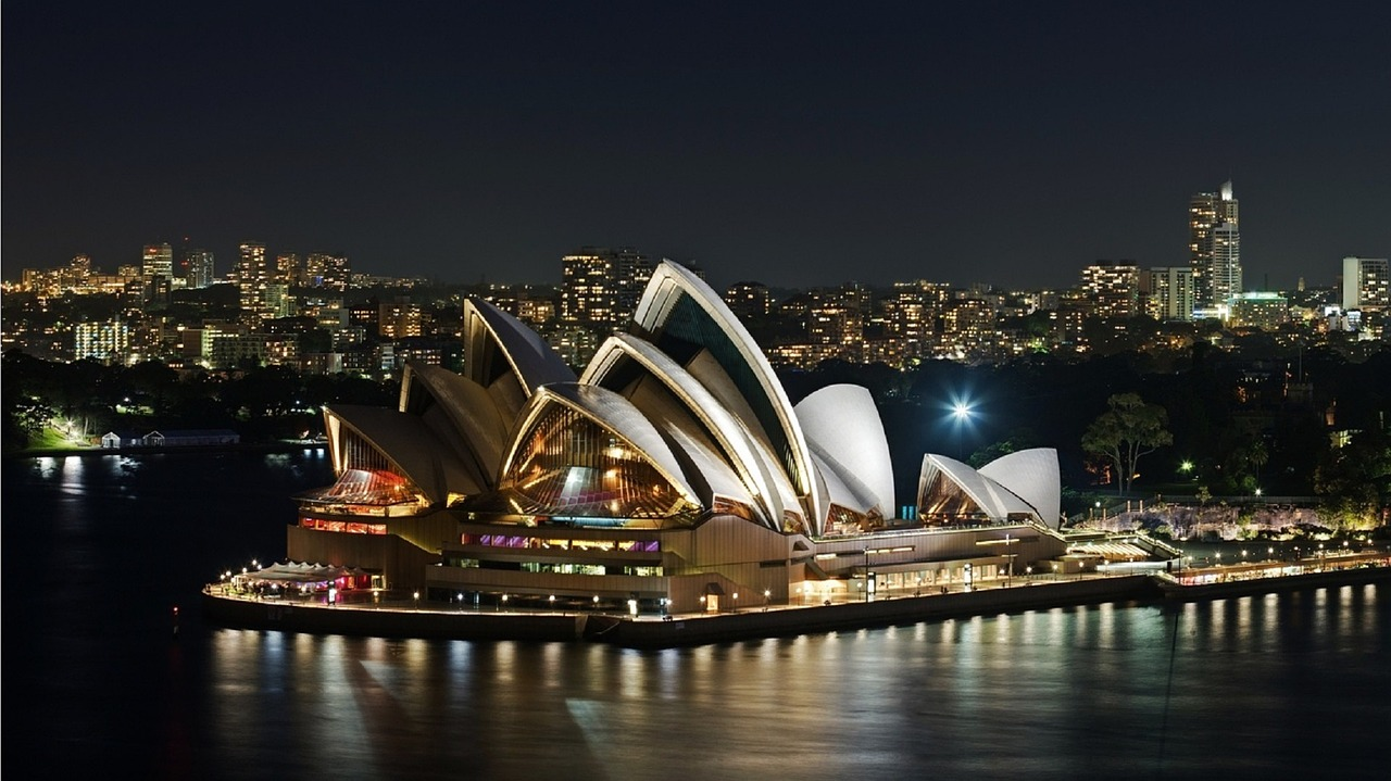 The Sydney Opera House is one of the famous Sydney landmarks. This insider's guide to Sydney shows you the top experiences in Sydney, where to eat in Sydney, where to stay in Sydney and Sydney tips. #sydney #sydneytrip #sydneyattractions #sydneyaustralia #australiatravel #sydneytravel