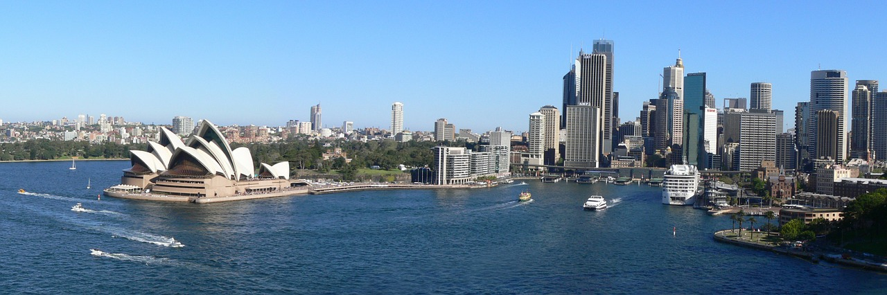 View of Sydney - Discover from this Sydney travel guide all the things to see in Sydney for a memorable visit. #sydney #sydneytrip #sydneyattractions #sydneyaustralia #australiatravel #sydneytravel