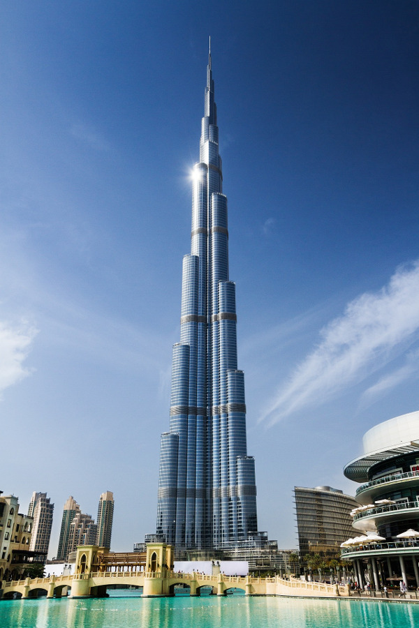 Burj Khalifa, the tallest building in the world. Discover 11 places to visit in Dubai from this article.
