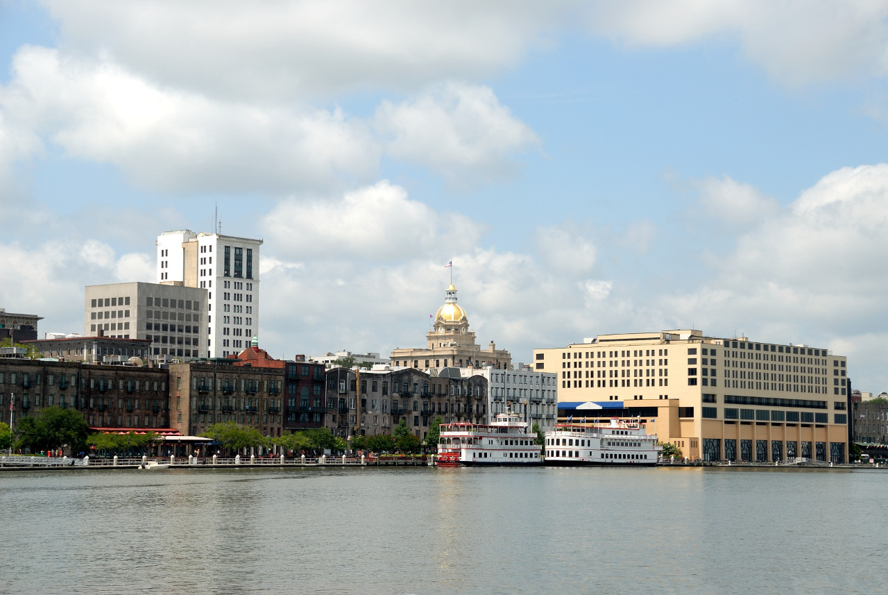 Savannah visitor's guide with the best things to do in Savannah GA, tips, where to stay in Savannah GA, restaurants in Savannah, travel tips for Savannahand more. #savannah #georgia #usa #savannahguide